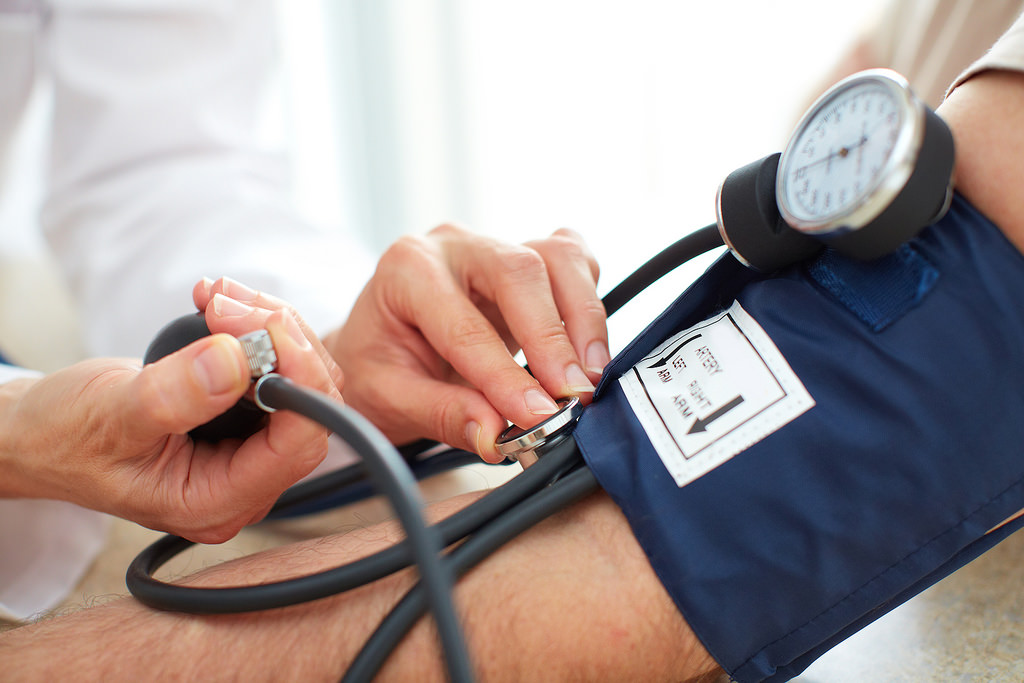 a magas vérnyomás miatt a szív fájhat