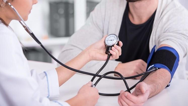milyen nyomáson diagnosztizálják a magas vérnyomást