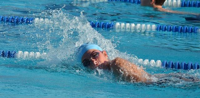 magas vérnyomással az úszó lábakon)