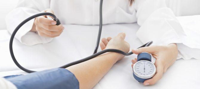 magas vérnyomás és kékek