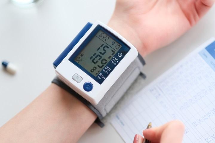 magas vérnyomás kezelésére szolgáló készülék)