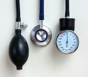 egy személy magas vérnyomásban szenved magas vérnyomás 3 fokozatú kórtörténet