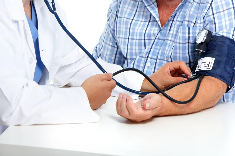 Hogyan kezelik a magas vérnyomást az USA-ban