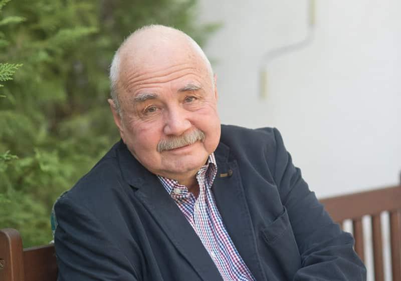 magas vérnyomásban szenvedő idős emberek)