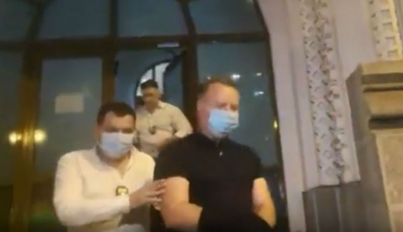 hipertóniával vitték a rendőrségre)