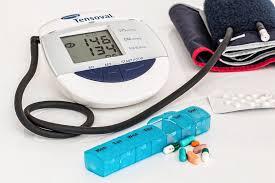 egy személy magas vérnyomásban szenved