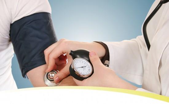 az ecg magas vérnyomást mutatott)