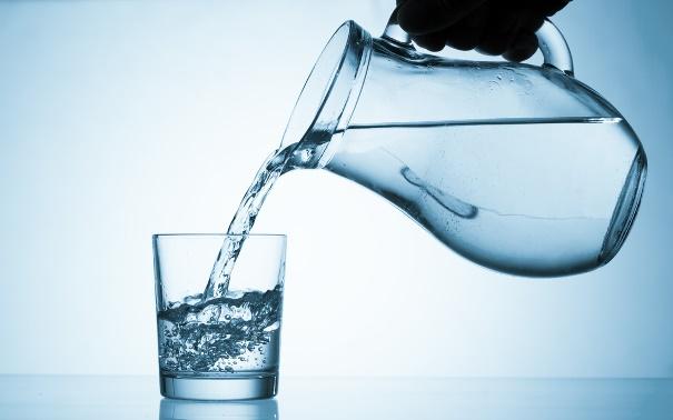 magas vérnyomás esetén tud-e vizet inni