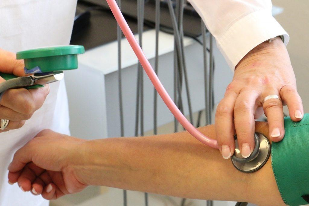 a magas vérnyomás kutatást okoz